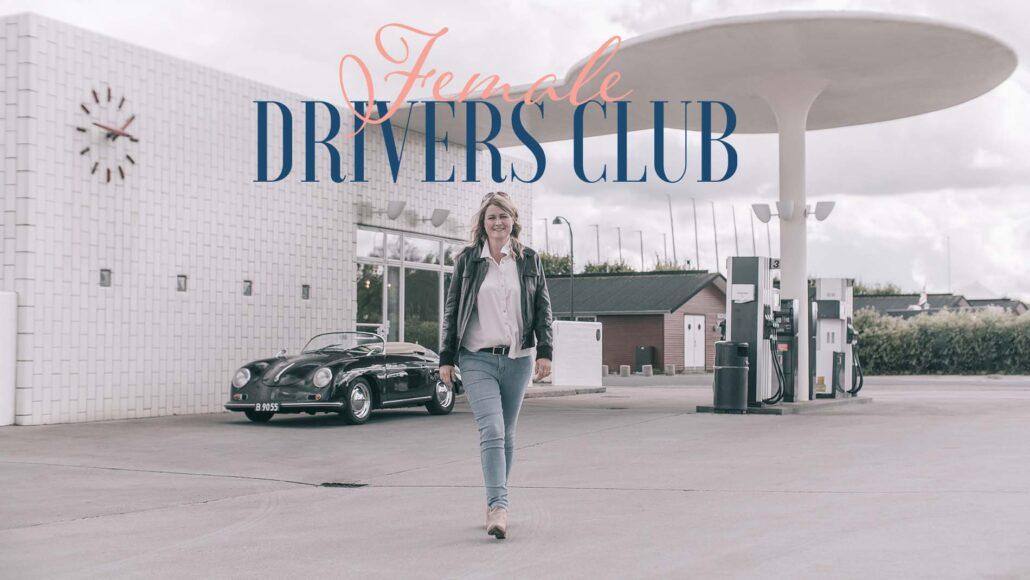 Benedicte går fra tankstationen med sin porche og female drivers club står i logoet ovenover
