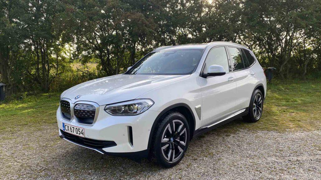 elbilen BMW iX3 i hvid