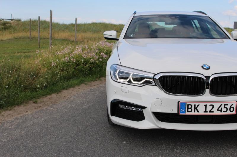 Hvid BMW 530d testbil