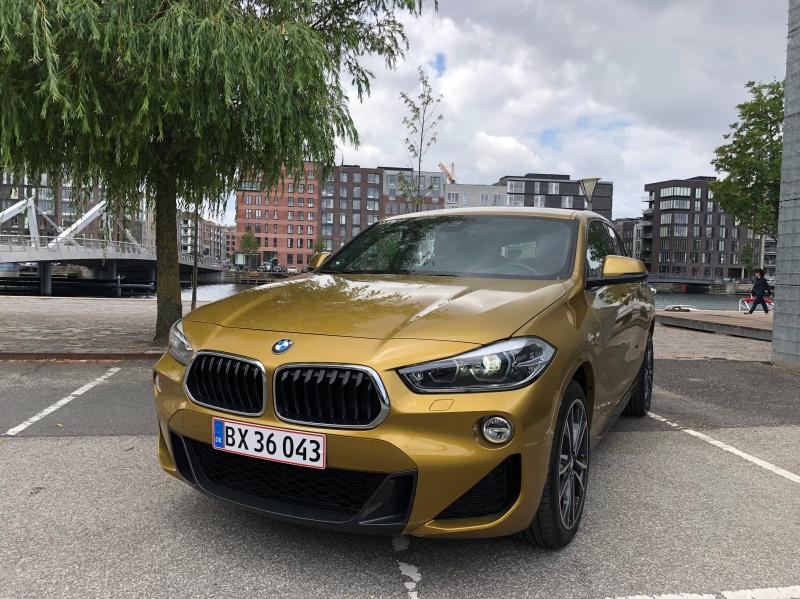 BMW X2 i Guldmetallik