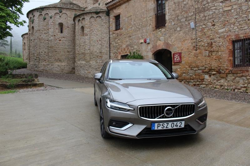 En 2018 Volvo V60 i grå