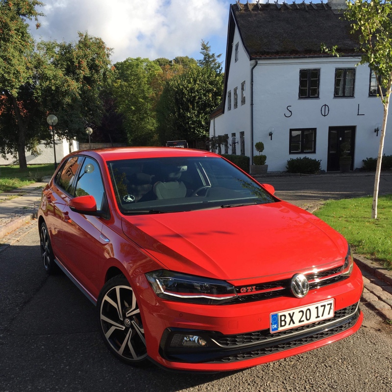 VW Polo GTI i skrigende rød