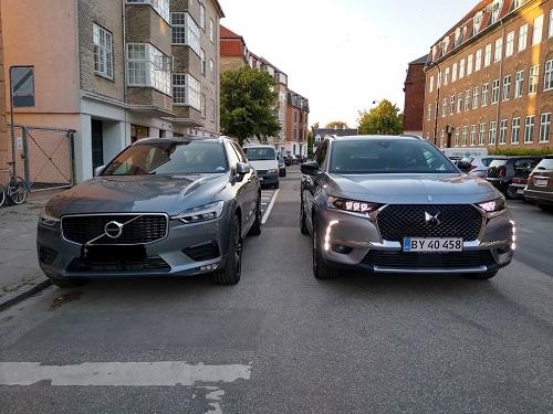 Sammenligning af Volvo XC60 og DS7 set forfra