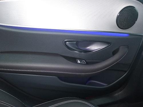 Biltest: Billede af Mercedes E 300 Ambiente belysning