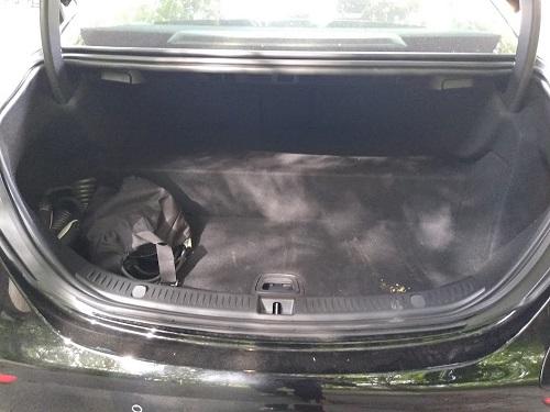 Biltest: Billede af Mercedes E 300 de sedan bagagerum