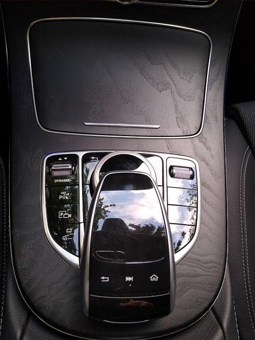 Billede af Mercedes E 300 touchpad controller