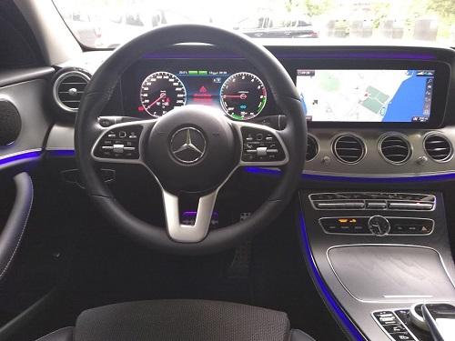 Biltest: Billede af Mercedes E 300 førerkabine