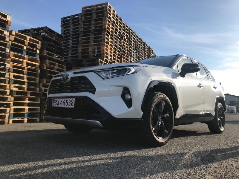 Den nye Toyota Rav4 Hybrid står rigtig flot