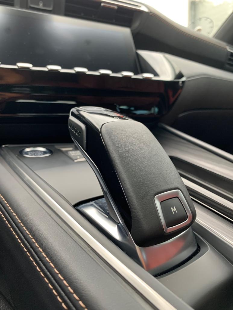 Gearstanden i Peugeot 508 GT. Den er godkendt.