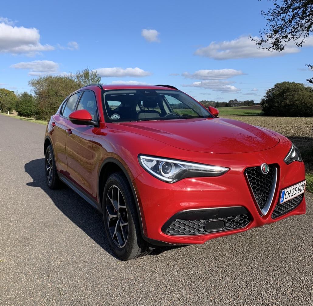 Alfa Romeo Stelvio set forfra