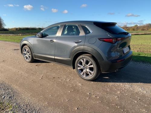 Mazda set fra siden