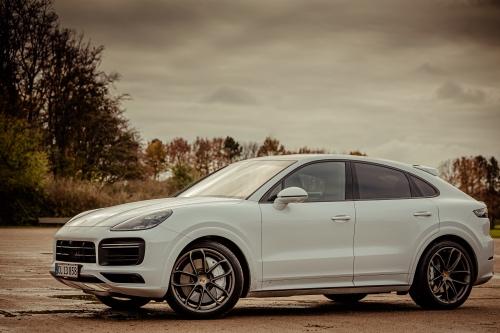 Porsche Cayenne fra siden