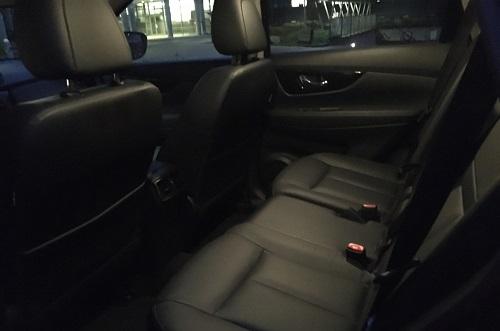 Nydelig kabine og behagelige sæder, hvor man sidder højt og med godt udsyn