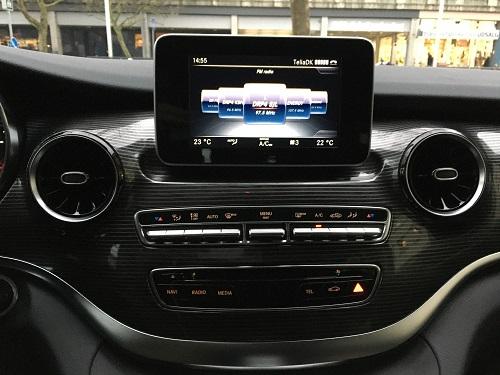 Betjening af instrumentbord i Mercedes-Benz V 300 d