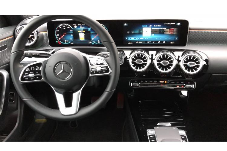 Billede af interiør og cockpit i Mercedes CLA Shooting brake