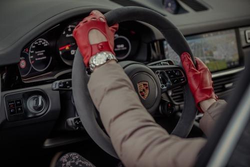 Firmabilsbeskatning, billede af Porsche med handsker