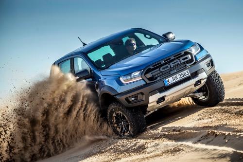 Ford Ranger Raptor offroad i sand