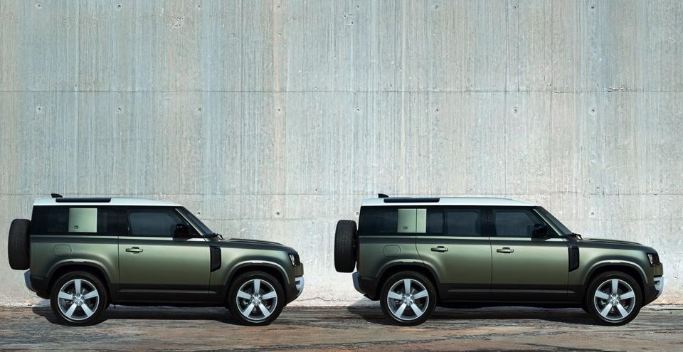 To forskellige modelstørrelser i Land Rover Defender.