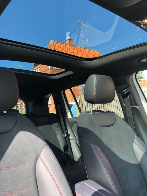 Mercedes-Benz GLB 250 panoramatag og sæder