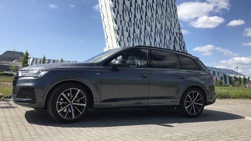 Audi Q7 set fra siden