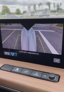 Sidespejlene kan vise dig siderne langs bilen.