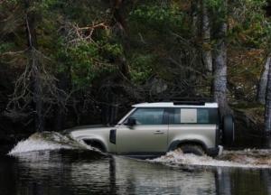 Terrænmuligheder er mange med vadeydybde på Land Rover Defender