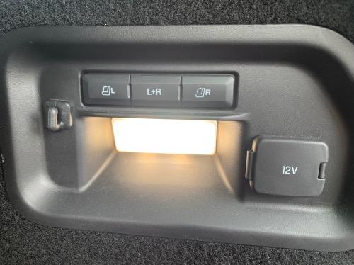 Her kan man oplade sin telefon på bagsædet i Ford Explorer